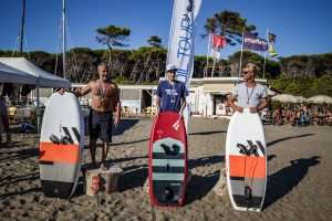 Read more about the article Wing Foil Tour: Spettacolo a Cecina Mare!