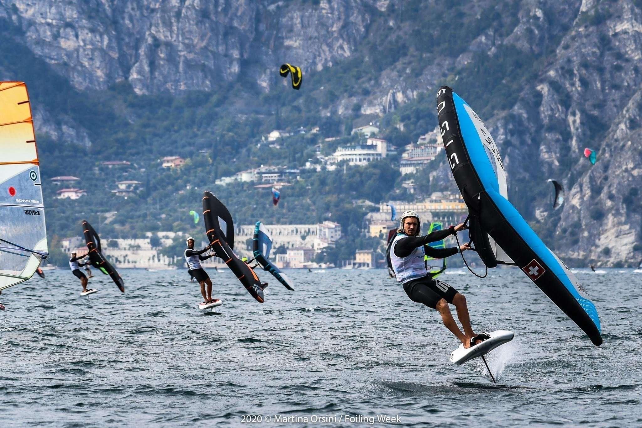 Read more about the article Wing Foil Tour: Balz Muller show a Malcesine